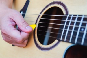 strumming guitar lessons kl